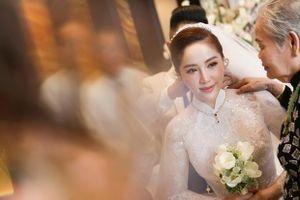Bảo Thy gây choáng với số nữ trang 'siêu khủng', toàn vàng và kim cương trong đám cưới