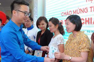 Chia sẻ cùng thầy cô trao tặng sổ tiết kiệm 63 giáo viên vùng cao