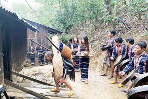 Sơn nữ K Ho 'bắt chồng' lúc nửa đêm