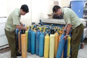Thu giữ hơn 60 bình khí cười không rõ nguồn gốc ở Quảng Bình