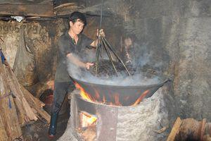 Long đong nghề 'nặng mùi nhất' trong các nghề ở nơi cửa biển miền Trung