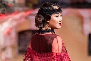 Ngô Phương Lan lần đầu diễn catwalk, Á hậu Hoàng Anh bế bụng bầu đi xem thời trang
