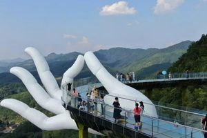 Bàn tay Phật ngọc và loạt cầu kính quy mô thế giới