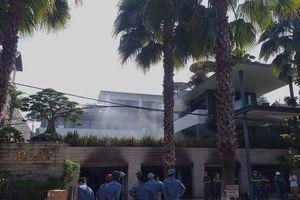 Biệt thự 3 tầng của đại gia Đà Nẵng bốc cháy, người nhà chia nhau di tản ô tô ra ngoài