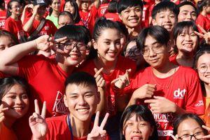 Hoa hậu Tiểu Vy cùng 1000 bạn trẻ nhảy vì sự tử tế