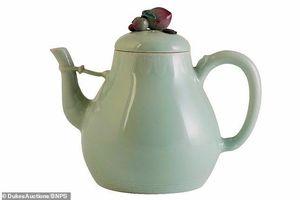 Choáng với giá trị khủng của ấm trà sứt được đem đấu giá tại Anh