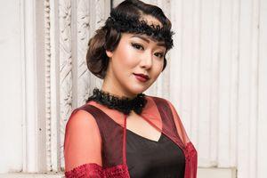 Hoa hậu Ngô Phương Lan mặc áo dài cách tân hóa quý cô cổ điển