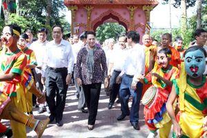 Chủ tịch Quốc hội dự ngày hội Đại đoàn kết toàn dân tại tỉnh Trà Vinh