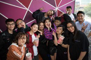 Chế Nguyễn Quỳnh Châu tổ chức họp fan ngay tại rạp phim