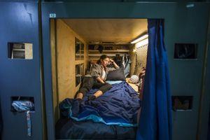 Nhà trọ con nhộng hơn 2 m2 'không tình dục' ở Los Angeles