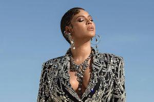 Beyoncé thích khoe hàng hiệu đắt tiền trước công chúng