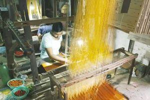 Mai một làng dệt lụa truyền thống Ấn Độ