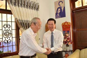 Trưởng ban Tuyên giáo Trung ương Võ Văn Thưởng thăm, chúc mừng nhà giáo tiêu biểu