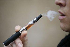 Bộ Y tế xem xét đề xuất cấm thuốc lá điện tử: Luật sư lo ngại 'nói trước bước không qua'