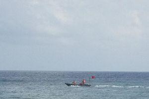 Nhóm học sinh lớp 8 ở Bình Định đi tắm biển bị sóng cuốn, 2 em tử vong, 1 em mất tích