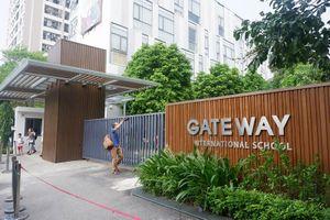 Vụ cháu bé tử vong trong xe đưa đón trường Gateway có diễn biến gì mới?