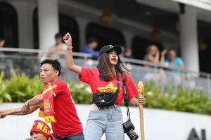 'Phát sốt' nhan sắc nữ phóng viên Thái Lan theo chân đội tuyển Việt Nam