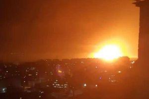 Vừa đánh chặn 4 rocket, Israel lập tức trút tên lửa vào sân bay Damascus của Syria