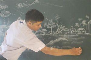 Những bức tranh phấn trắng truyền cảm hứng cho học sinh