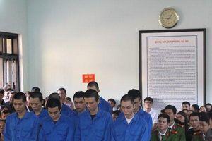 Huế: Giết người do mâu thuẫn, 10 bị cáo lãnh 136 năm tù