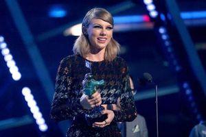 Taylor Swift trở thành nghệ sĩ đầu tiên được Billboard trao giải 'Phụ nữ của thập kỷ'