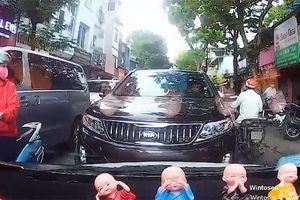 Ngược đời: Ô tô đi ngược chiều đòi nhường đường