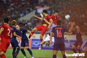 Trọng tài phạt Văn Hậu, từ chối bàn thắng của tuyển Việt Nam