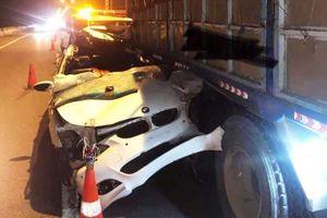 BMW húc xe tải trên cao tốc TP.HCM - Dầu Giây, tài xế tử vong