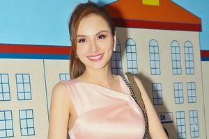 Hoa hậu Diễm Hương xuất hiện với gương mặt khác lạ
