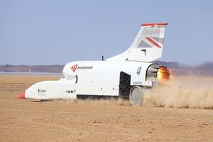 Xe đua lắp động cơ phản lực cán mốc tốc độ siêu nhanh 1.010 km/h