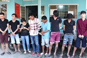 Dân báo công an 'hốt' nhóm thanh niên trốn trong 'nhà mồ', quán cà phê hút ma túy