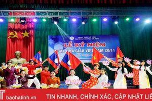 Học sinh, sinh viên Đại học Hà Tĩnh tri ân thầy cô trong ngày Nhà giáo Việt Nam