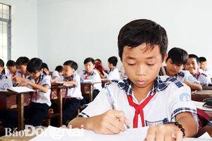 Sẻ chia gánh nặng với học trò nghèo
