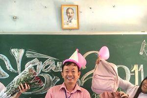 Thầy giáo bắt trend 'lớp học tông xoẹt tông' cùng học sinh dịp 20/11