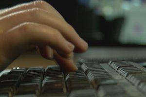 Hai cha con bị hàng xóm giết vì dùng trộm Wi-Fi