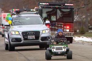 Đoàn xe hơn 100 chiếc diễu hành mừng sinh nhật cậu bé mắc bệnh hiếm