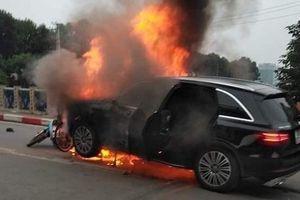 Lúc kéo nạn nhân ra, chân phải anh ấy đang bốc cháy