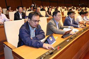 Kỳ họp thứ 8, Quốc hội Khóa XIV: Thông qua Bộ luật Lao động (sửa đổi)
