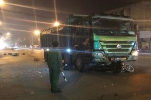 Hai vợ chồng bị xe tải cuốn vào gầm tử vong tại Hà Nội
