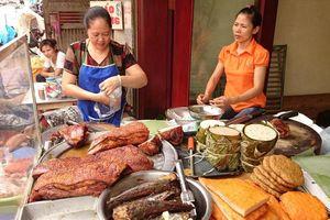 Giá thịt lợn tăng liên tục, người nội trợ 'méo mặt'