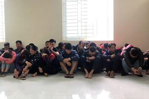 Bắt giữ 52 đối tượng đánh bạc dưới hầm 'lô cốt' ở Vĩnh Phúc