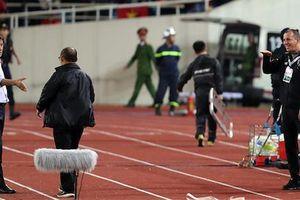 Trợ lý tuyển Thái Lan có thể mất việc vì hành vi khiêu khích HLV Park Hang-seo