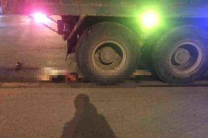 Hai vợ chồng tử vong dưới gầm xe tải ở Hà Nội
