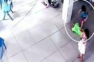 Đình chỉ công tác Phó Hiệu trưởng trường mầm non có bé 17 tháng tuổi bị bạn giẫm đạp lên người