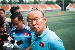Hãnh diện như Sinh viên Tôn Đức Thắng: Thầy Park Hang Seo lại đích thân ghé thăm sân vận động đạt chuẩn FIFA của trường
