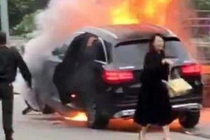 Nữ tài xế Mercedes khai nhầm chân ga vì giày cao gót