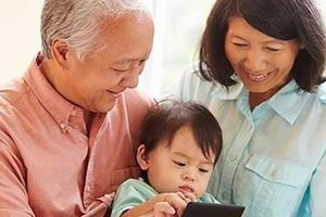 Bố mẹ chồng phân chia thời gian trông cháu với bố mẹ đẻ