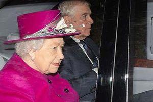 Nữ hoàng 'không có ai để dựa' giữa bê bối của con trai