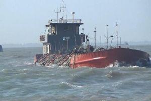 Cận cảnh sà lan dàn hàng hút trộm cát trên biển Cần Giờ