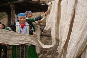 Váy áo lanh - tinh hoa văn hóa người Mông ở Cao Bằng